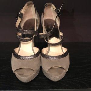 Michael Kors size 8 gray peep toe pumps